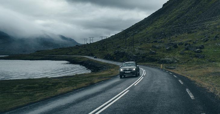 prikaz automobila u vožnji autoputem