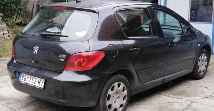 Zadnji deo automobila Peugeot 307 crne boje