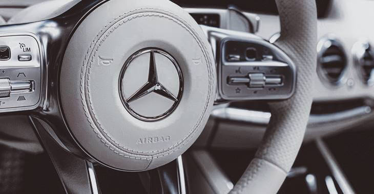sivi volan automobila Mercedes