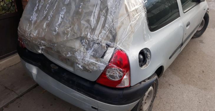 zadnji prikaz havarisanog automobila Renault Clio